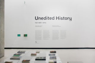 01-MAXXI-Unedited-History.-Iran-1960-2014-Exhibition-Art-Entrance-Typography-Intro-Text-Reading-area