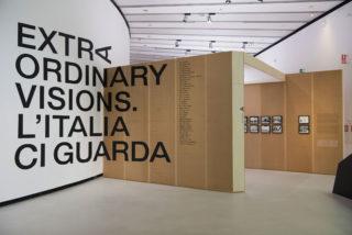 Extraordinary Visions. L'Italia ci guarda (Exhibition) 02 Entrance Logotype