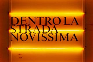 04-ESS-Dentro-la-Strada-Novissima-MAXXI-Exhibition-Post-modern-Neon-Typography-Signage