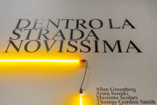 05-ESS-Dentro-la-Strada-Novissima-MAXXI-Exhibition-Post-modern-Neon-Typography-Entrance